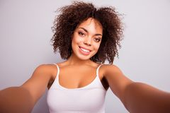 Selbstporträt des Bezauberns, nettes, hübsches, süßes, nettes Mädchen SH Stockfoto