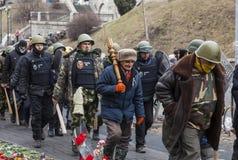 Selbstverteidigungseinheit, die das Maidan in Kiew patrouilliert Lizenzfreie Stockfotografie