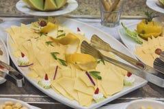 Selction των κρύων τροφίμων σαλάτας τυριών σε έναν μπουφέ εστιατορίων Στοκ φωτογραφία με δικαίωμα ελεύθερης χρήσης
