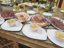 Selction do alimento da salada das carnes frias em um bufete do restaurante Fotos de Stock Royalty Free