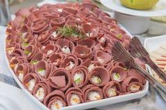 Selction do alimento da salada das carnes frias em um bufete do restaurante Imagem de Stock