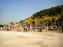Selcuk Turkiet - Juni 18 2012: Turist- besöka Ephesus forntida stad, nära Kusadasi Lokal för Unesco-världsarv Arkivbild