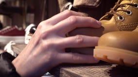 Seleção das sapatas na loja vídeos de arquivo