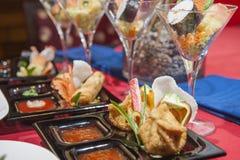 Seleção de aperitivos chineses em um restaurante Fotos de Stock Royalty Free