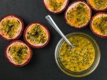 Seleção de frutos de paixão tropicais frescos foto de stock