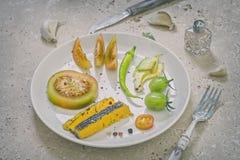 Seleção de petiscos orgânicos saudáveis e do queijo azul de Shropshire imagem de stock royalty free