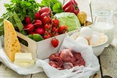 Seleção de produtos frescos do mercado dos fazendeiros imagem de stock royalty free