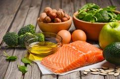 Seleção de produtos saudáveis Conceito da dieta equilibrada fotografia de stock royalty free