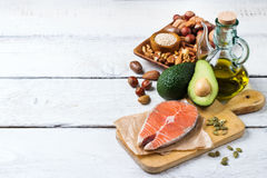 Seleção do alimento gordo saudável das fontes, conceito da vida imagem de stock