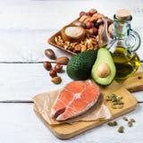 Seleção do alimento gordo saudável das fontes, conceito da vida imagem de stock royalty free