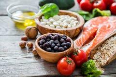 Seleção do alimento que é bom para o coração Fotografia de Stock Royalty Free