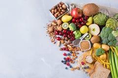 Seleção do alimento rico saudável do vegetariano das fontes da fibra para cozinhar foto de stock royalty free