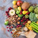 Seleção do alimento rico saudável do vegetariano das fontes da fibra para cozinhar fotos de stock royalty free