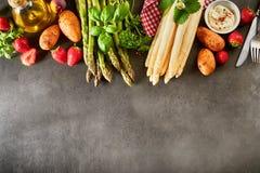 Seleção do fruto fresco e dos vegetarianos para o aspargo imagens de stock