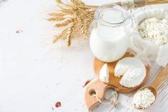 Seleção dos produtos láteos e do trigo fotografia de stock