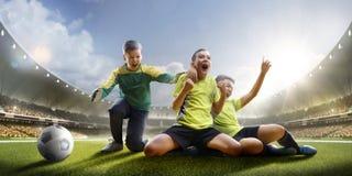 Selebration van overwinning in de gelijke van het kinderenvoetbal royalty-vrije stock afbeelding