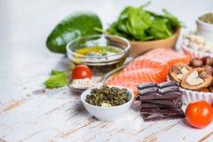 Selección de comida nutritiva - corazón, colesterol, diabetes Imágenes de archivo libres de regalías