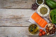 Selección de comida nutritiva - corazón, colesterol, diabetes fotografía de archivo