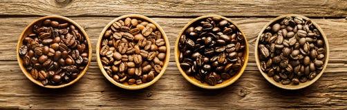 Selección de diversos granos de café asados Fotos de archivo