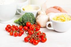 Selección de ingredientes para la quiche Lorena Foto de archivo