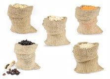 Selección de comidas de grano en bolsos Fotos de archivo
