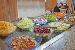 Selección de la ensalada en una comida fría del hotel Imagenes de archivo