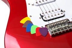 Selecciones coloreadas en una guitarra Foto de archivo