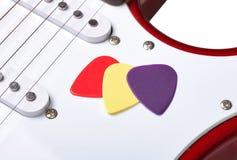 Selecciones coloreadas en una guitarra Fotografía de archivo