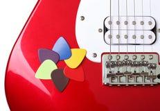 Selecciones coloreadas en una guitarra Imagen de archivo