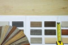 Selecione a amostra da estratificação e do vinil de madeira da textura de catal Fotos de Stock