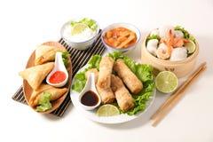 Selectie van Aziatische maaltijd met de lentebroodje royalty-vrije stock afbeelding