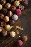 Selectie van ballen van de specialiteiten de gastronomische chocolade royalty-vrije stock afbeeldingen