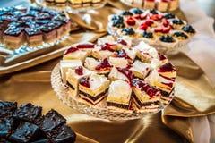 Selectie van cakes en gebakje royalty-vrije stock afbeeldingen