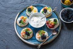 Selectie van cocktailblinis - gastronomisch partijvoedsel royalty-vrije stock foto