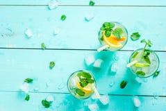 Selectie van de zomer verfrissende cocktails stock foto