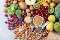 Selectie van gezond rijk vezel bronveganistvoedsel voor het koken stock afbeelding