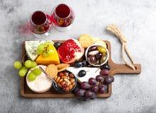 Selectie van kaas en voorgerechten royalty-vrije stock afbeeldingen