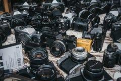 Selectie van oude filmcamera's op verkoop bij Portobello-Road Markt, royalty-vrije stock foto