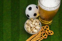 Selectie van partijvoedsel voor het letten van voetbal op kampioenschap royalty-vrije stock fotografie