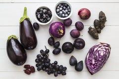 Selectie van purper fruit en veg stock foto's