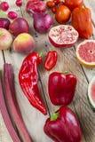 Selectie van rode fruit en groenten royalty-vrije stock foto's