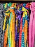 Selectie van sjaals voor verkoop royalty-vrije stock foto's