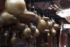 Selectie van traditionele lampen op Marokkaanse markt in Marrakech, Marokko stock afbeelding