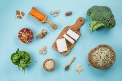 Selectie van vegetarische eiwitbronnen - concent gezonde voeding Stock Foto