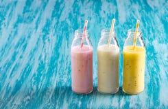 Selectie van verschillende smoothie in flessen royalty-vrije stock foto