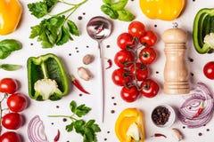 Selectie van verse organische groenten Gezond voedsel en het koken concept stock afbeelding