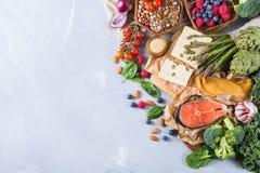 Selectieassortiment van gezond evenwichtig voedsel voor hart, dieet royalty-vrije stock afbeelding