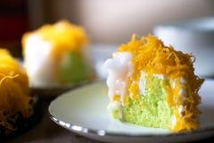 Selectief nadrukstuk van de Gouden Cake van de Eierdooierdraad, of `-Cake stock fotografie