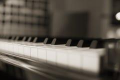 Selectieve nadruk van de achtergrond van het pianotoetsenbord Piano dichte omhooggaand, pianoklappen Stock Fotografie