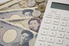 Selectieve nadrukcalculator en Japans Yen Note Royalty-vrije Stock Afbeelding
